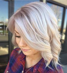 Hey ladies, here you are most stylish 15 Blonde Short Hair ideas for this summer Short blonde hairstyles and haircuts will always be favorite among. Blonde Wavy Hair, Icy Blonde, Short Blonde, Short Ombre, Pretty Hairstyles, Bob Hairstyles, Medium Hair Styles, Short Hair Styles, Hair Color And Cut