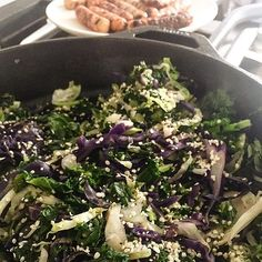 A little morning bliss--this Morning Cabbage and Brussels Hash with hemp seeds  is the perfect vegan breakfast. When serving a crowd of mixed dietary restrictions it's a great side to have. Then offer up dairy free yogurt, gluten free bagels or toast and chicken sausages ( for the meat lovers in your group/family). Everyone will find a power breakfast they like🤗. Get after your day friends! #glutenfree #dairyfree #vegan #veganfoodshares #eatrealfood #eatlocal #cabbage #brusselsprouts…