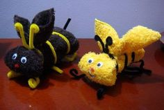 Abeille Bee Crafts, Crafts To Make, Crafts For Kids, Paper Crafts, Towel Origami, Cloth Napkin Folding, Towel Animals, How To Fold Towels, Towel Cakes