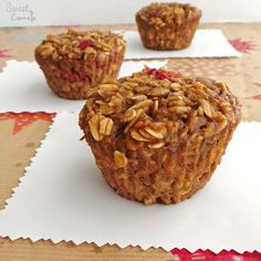 It's been a while since the last time I prepared some muffins. I really like muffins, they are delicious and they are so easy to make. Searching through the internet, I found a muffins recipe with oats, only oats, not flour. It caught my attention and I wanted to make it.  Now this is my … Banana Oat Muffins, Raspberry Muffins, Raspberry Syrup, Banana Oats, High Altitude Baking, Simple Muffin Recipe, Pure Maple Syrup, Muffin Cups, Muffin Recipes