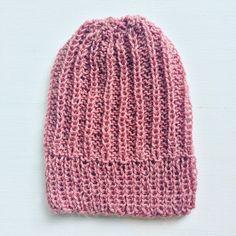 Pink woolen hat for adult woman.  100% handmade Wash at 40º   Rosa ullhue for voksen kvinne.  100% håndlaget Vask ved 40º