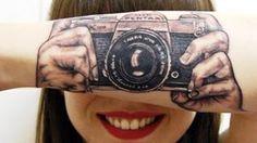 Zanimljivo: Holanđanka ima istetoviran fotoaparat na ruci ~ Magazin urbane kulture »