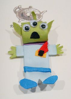 Toy Story Little Green Man Ribbon Sculpture Hair Clip Ribbon Hair Clips, Ribbon Art, Ribbon Hair Bows, Diy Ribbon, Ribbon Crafts, Disney Hair Bows, Rainbow Loom Charms, Ribbon Sculpture, Sculpture Art