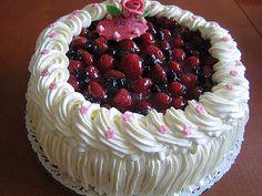 ... kuulostaa hyvältä... Cake Borders, Cream Cake, Raspberry, Bakery, Fruit, Desserts, Foods, Drinks, Cake Ideas