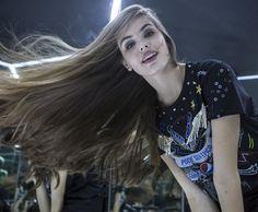 Camila Queiroz na sala do infinito do Rock in Rio (Foto: Inácio Moraes/Gshow)