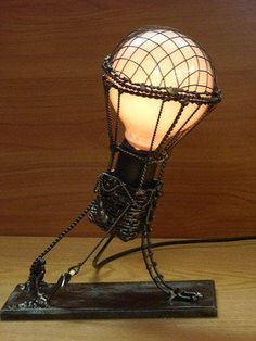 Steampunk lamp looks like a hot air balloon. (I love lamp. Balloon Lights, Hot Air Balloon, Balloons, Air Ballon, Lampe Steampunk, Steampunk Airship, Retro Lampe, Steampunk Accessoires, Ideias Diy
