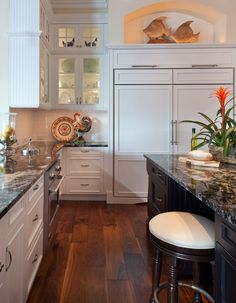 Black & White Kitchen Cabinets