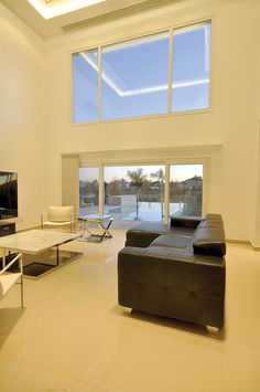 Arquitecto Daniel Tarrío y Asociados - Casa estílo clásico moderno - Portal de Arquitectos Modern Exterior House Designs, House 2, Corner Desk, Villa, Bedroom, Furniture, Home Decor, Minimalist Home, String Art