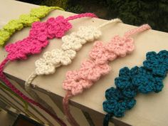 Crochet Headbands Tiny Blooms Headband - no pattern but looks easy enough! Bandeau Crochet, Crochet Flower Headbands, Crochet Flowers, Love Crochet, Learn To Crochet, Crochet Baby, Knit Crochet, Quick Crochet, Crochet Crafts