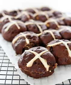 Avago Residence: Chocotastic Chocolate Hot Cross Bun Recipe!