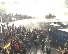 Delhi gang-rape: lathicharge, water cannons used on protesters trying to get inside North Block  http://ndtv.in/T9j66s