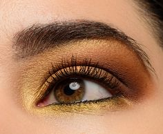 Inner tearduct: Honey Inner lid: Golden Middle of lid: Amber Outer lid: Queen Crease: Drip Deep crease: Sting Above crease: Hive Browbone: Honey + Golden (mixed) Lower lash line: Perversion, Honey (inner), Golden (outer) Make Up Palette, Naked Palette, Dark Eyeshadow, Blending Eyeshadow, Eyeshadow Looks, Ulta Eyeshadow, Drugstore Makeup Dupes, Beauty Dupes, Minimalist Beauty
