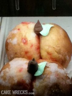 O M G!  These are supposed to be cakes that look like peaches!!!