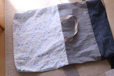 初心者でも簡単!型紙なしレッスンバッグ(絵本&図書バッグ)と上履き入れの作り方☆切り替えとマチ付きのシンプルデザインで男の子でも女の子でもOK![裁断イメージ無料ダウンロード] | ひらめき工作室 Sewing Leather, Patchwork Bags, Learn To Sew, Diy And Crafts, Upcycle, Sewing Projects, Pattern, Handmade, Handmade Fabric Bags