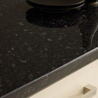 Elegante Formen und flexible Konzepte machen Granitarbeitsplatten zum zeitlosen Begleiter.