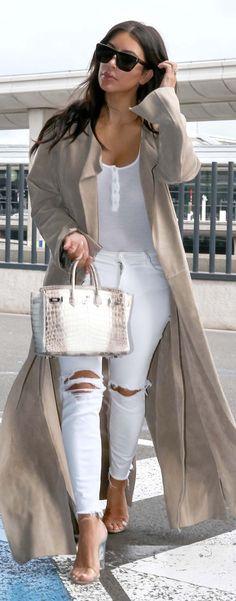 Kim Kardashian West in a white bodysuit, white ripped J Brand jeans, Yeezy lucite heels, and an Hermès bag. Fashion Week, New York Fashion, Fashion Models, Womens Fashion, Kim K Style, My Style, Date Outfits, Casual Outfits, Look Kim Kardashian