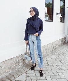 Pin oleh amelia nurul r di hijab ootd hijab fashion, casual hijab outfit, d Modern Hijab Fashion, Autumn Fashion Casual, Muslim Fashion, Modest Fashion, Classy Outfit, Casual Hijab Outfit, Hijab Chic, Ootd Hijab, Casual Shoes