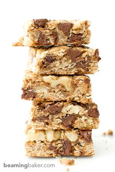 Chocolate Chip Walnut Cookie Bars: a simple vegan and gluten-free recipe for thick, chewy, super-chunky chocolate chip cookie bars.COM (Vegan Cookies Bars) Gluten Free Cookies, Gluten Free Baking, Vegan Baking, Gluten Free Desserts, Vegan Desserts, Delicious Desserts, Dessert Recipes, Chunky Chocolate Chip Cookies, Sans Gluten Vegan