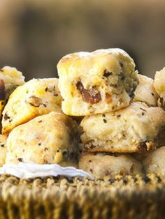 From the Charleston bakery that brings you Callie's Biscuits comes a selection of foods from Callie White's daughter Carrie. In keeping with the family tradition, Carrie's Biscuits are made-by-hand in small batches. Black Pepper Bacon Biscuits are Caramelized bacon, freshly cracked black pepper, cream cheese, and a handful of green onions, cocktail-sized. 43.90 for 48
