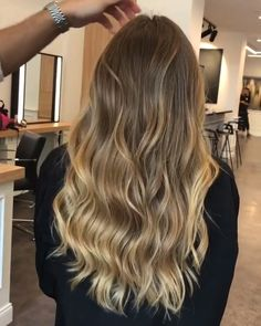 Newest Snap Shots Balayage hair blonde videos Ideas Summer's on how! As well a. Newest Snap Shots Cabelo Ombre Hair, Baliage Hair, Blonde Gif, Dark Blonde Hair, Dying Hair Blonde, Blonde Honey, Brown Hair With Highlights, Blonde Balayage Highlights On Dark Hair, Natural Blonde Balayage