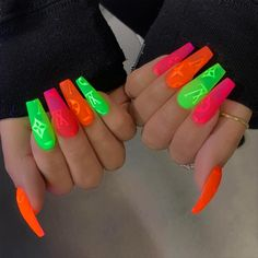 Want some ideas for wedding nail polish designs? This article is a collection of our favorite nail polish designs for your special day. Acrylic Nail Shapes, Cute Acrylic Nails, Neon Nails, Matte Nails, Toe Nail Designs, Nail Polish Designs, Acrylic Nail Designs, Wedding Nail Polish, Wedding Acrylic Nails