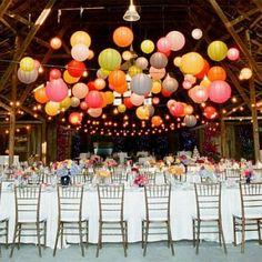 Lanternes chinoises dans la salle