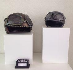 Helmen / helmets Groot € 49,- Klein € 39,- Helmets, Bags, Hard Hats, Handbags, Helmet, Bag, Totes, Hand Bags