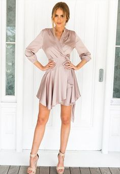 A dress made from Jersey is fantastic for staying classy whilst showing off what you've got. You may have a very different look just by experimenting with unique kinds of bottoms. Dressy Dresses, Satin Dresses, Simple Dresses, Silk Dress, Sexy Dresses, Vintage Dresses, Short Dresses, Fashion Dresses, Wrap Dresses