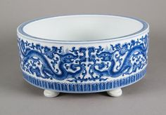 Chinese blue and white porcelain water bowl; featuring striding five-toed dragons chasing flaming pearls in antithetical position; four-character Qianlong Mark on base; H: 8.5 cm, D: 20 cm