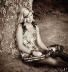 Senior pictures with bow | ~Camouflage~ | Pinterest ...