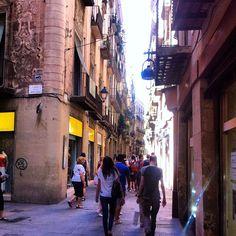 Carrer Banys Nous/Boqueria   Barri Gòtic #festalcentre #Barcelona