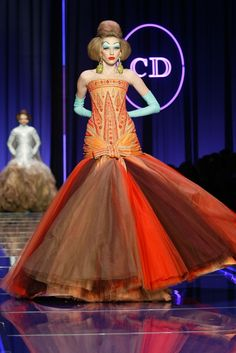Christian Dior Spring 2004 Haute Couture..Change the color. What a dramatic but classical look.