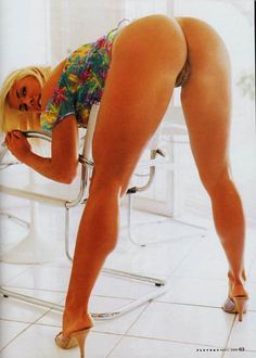 JOANA PRADO - REVISTA PLAYBOY - ABRIL DE 2002
