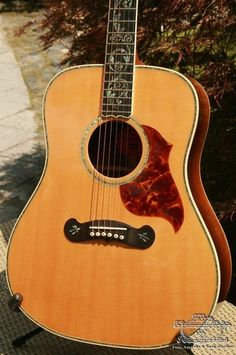 Gibson CL-50 custom tree of life-guitar with brazilian rosewood back and sides.