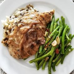 These delicious and healthy nine high-protein, low-carb dinner recipes are great after a long workday or to recover after an intense evening workout. Mushroom Cream Sauces, Mushroom Chicken, Low Carb Dinner Recipes, Healthy Recipes, 30 Day Workout Challenge, Healthy Lifestyle Changes, High Protein Low Carb, Weight Loss Meal Plan, Eat Right