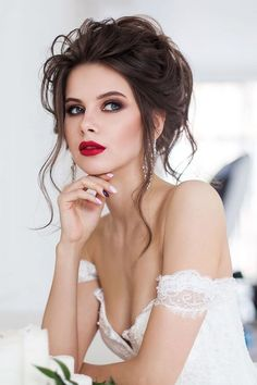 Wedding Hair And Makeup Ideas ★ wedding hair and makeup updo dark hair with bright lips geller makeupstyle Wedding Makeup For Brown Eyes, Wedding Hair And Makeup, Wedding Beauty, Bridal Hair, Hair Makeup, Best Wedding Hairstyles, Popular Hairstyles, Up Hairstyles, Shooting Photo Boudoir