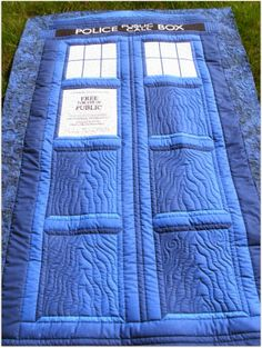 Amazing Dr Who Quilt. I don't watch Dr Who, but this is epic. Quilting Projects, Quilting Designs, Sewing Projects, Quilting Ideas, Art Quilting, Sewing Crafts, Doctor Who Quilt, Nerd Crafts, Quilt Festival