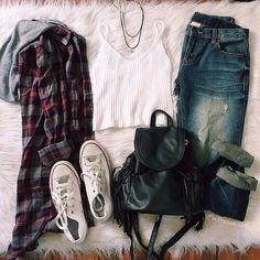 Hooded flannel with white crop tank, dark denim jeans, black tasseled backpack and white ankle shoes. Teenage Outfits, Teen Fashion Outfits, Outfits For Teens, Trendy Outfits, Fall Outfits, Hipster School Outfits, Grunge Outfits, Fashion Mode, Womens Fashion