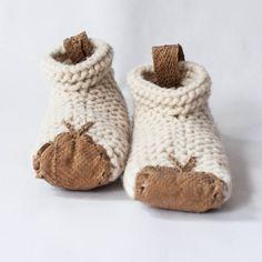 Chilote House Shoe los puedes encontrar en La Bazart de Barcelona. Baby Shoes, Barcelona, Kids, House, Clothes, Fashion, Leather Shoes, Over Knee Socks, Young Children