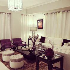 Apartamento ciudad / paleta de colores en base blanco con tonos burgundy y verde manzana