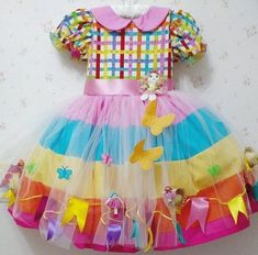 São João Idéias e dicas para os vestidos e trajes típicos para a criançada dançar quadrilha Little Girl Dresses, Girls Dresses, Country Dresses, Baby Sewing, Kind Mode, Baby Dress, Tutu, My Girl, Doll Clothes
