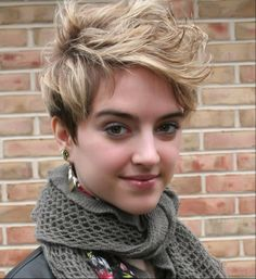 Looking at Tessa Netting comforts me that short hair is stylish...