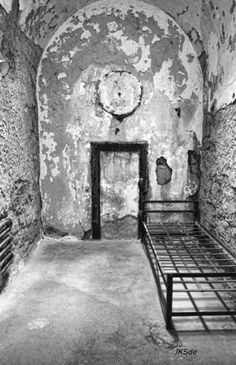 Culture in Philadelphia, United States (inside one cell prison) - a photo by Photojoe544