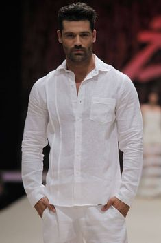 linen and double fabric line on left Mens Indian Wear, Indian Men Fashion, Male Fashion, Tailor Made Shirts, Mens Traditional Wear, Boys Kurta Design, Mens Kurta Designs, Ibiza Fashion, Fashion Trends