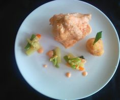 Today, i was cooked Poached Chicken mary rose style ( bechamel sauce + tomato + white stock), Pommes William and Jardiniere of vegetable. Huftt, it's not bad plating Right ?
