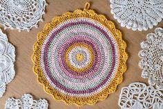 sparkle mandala free pattern at http://winkieflash.nl/2012/11/12/free-pattern-mandala/