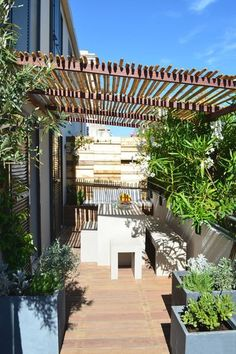 Pergola De Madera Coches - - Pergola De Madera Coches - - - Pergola Videos Terrasse Vigne Even though historic throughout notion, your pergola has been having a bit of a contemporary. Pergola D'angle, Wisteria Pergola, Corner Pergola, Deck With Pergola, Cheap Pergola, Pergola Lighting, Covered Pergola, Patio Roof, Pergola Kits