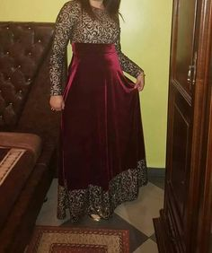 Kameez valvate Indian Bridal Outfits, Indian Designer Outfits, Designer Dresses, Indian Gowns Dresses, Black Prom Dresses, Girls Dresses, Abaya Fashion, Fashion Dresses, Women's Fashion