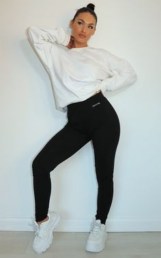 Cute Lazy Outfits, Cute Outfits For School, Trendy Outfits, Sport Outfits, Black Joggers Outfit, Black Leggings Outfit, College Girl Outfits, New Outfits, Latest Fashion For Women