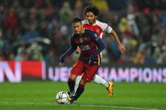 Neymar of Barcelona runs with the ball during the UEFA Champions League round of 16, second Leg match between FC Barcelona and Arsenal FC at Camp Nou on March 16, 2016 in Barcelona